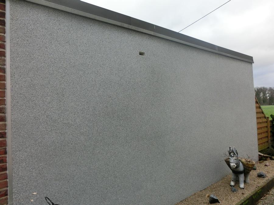 Garage mit Bundsteinputz